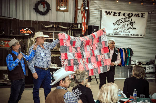 Auctioning off a quilt